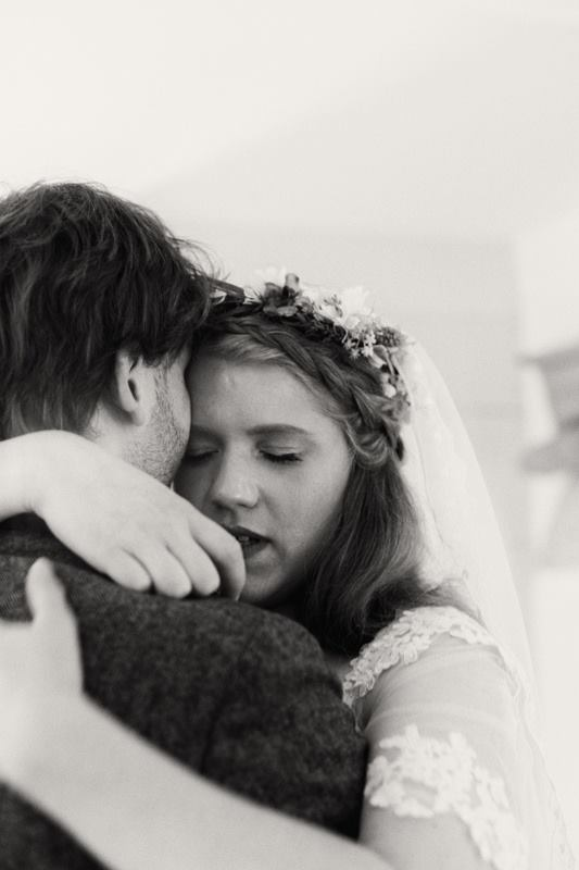 Couple-Embrace-Natural-Wedding-Photography