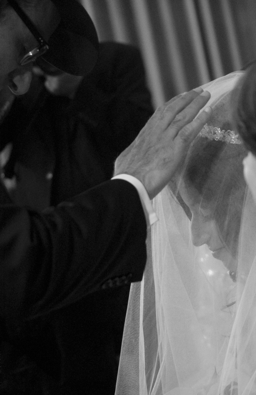 blessing-the-bride-jewish-wedding-photographer