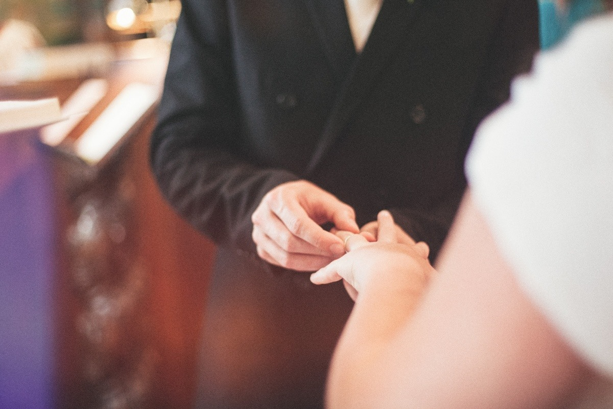 church-ceremony-exchanging-of-rings