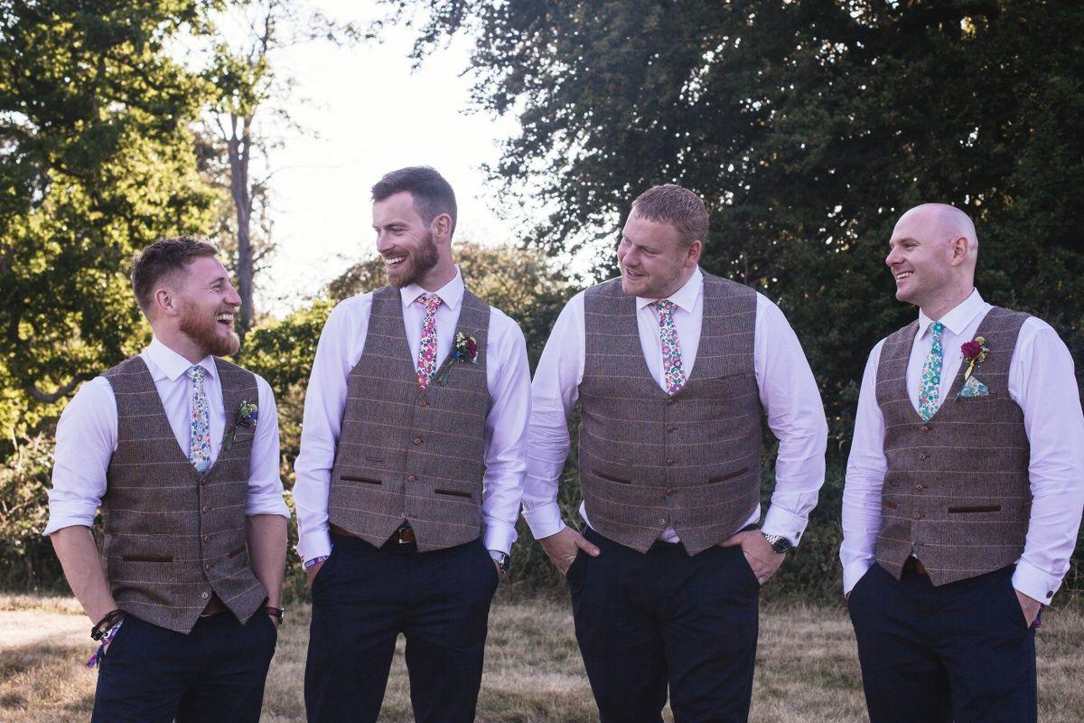 groomsmen-shoot-candid-wedding-photographer