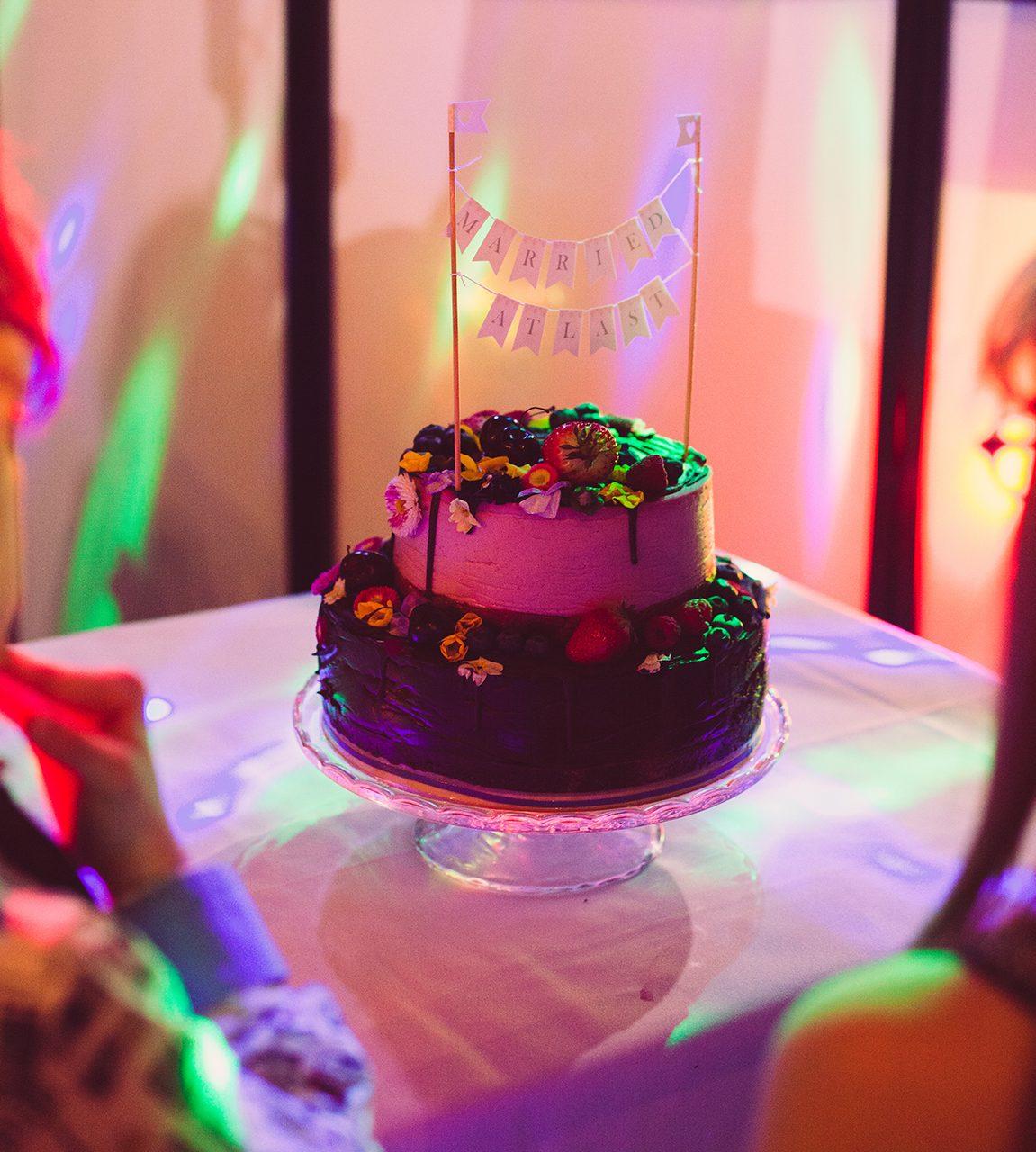wedding-cake-natural-wedding-photographer
