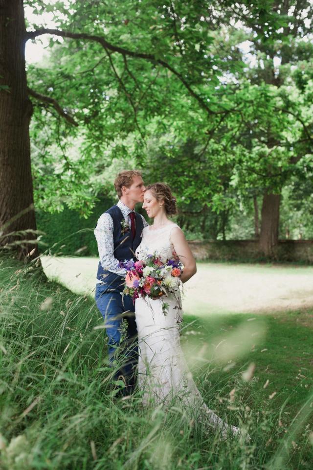 couple-kiss-wedding-photography-shoot