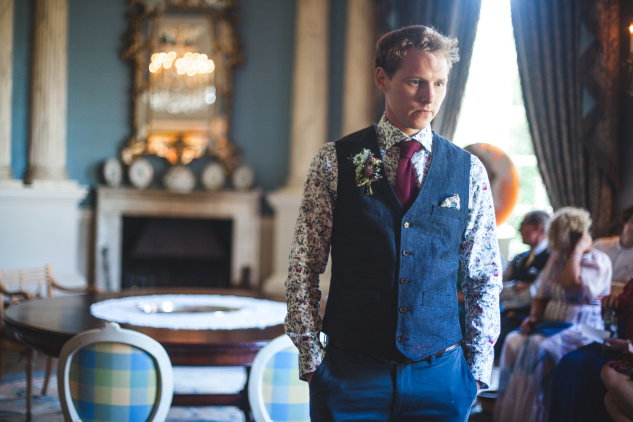 groom-awaiting-bride-wedding