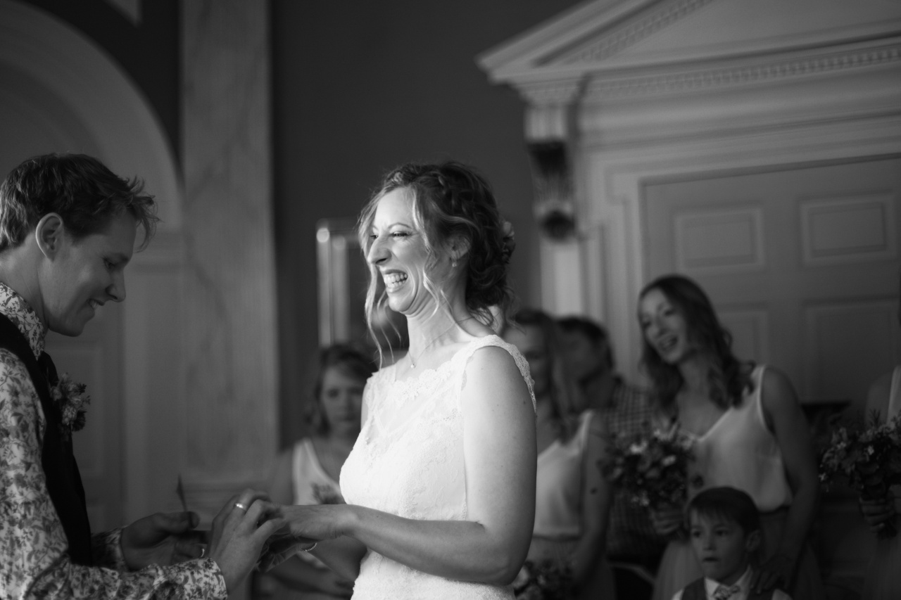happy-couple-b-w-natural-wedding-photography