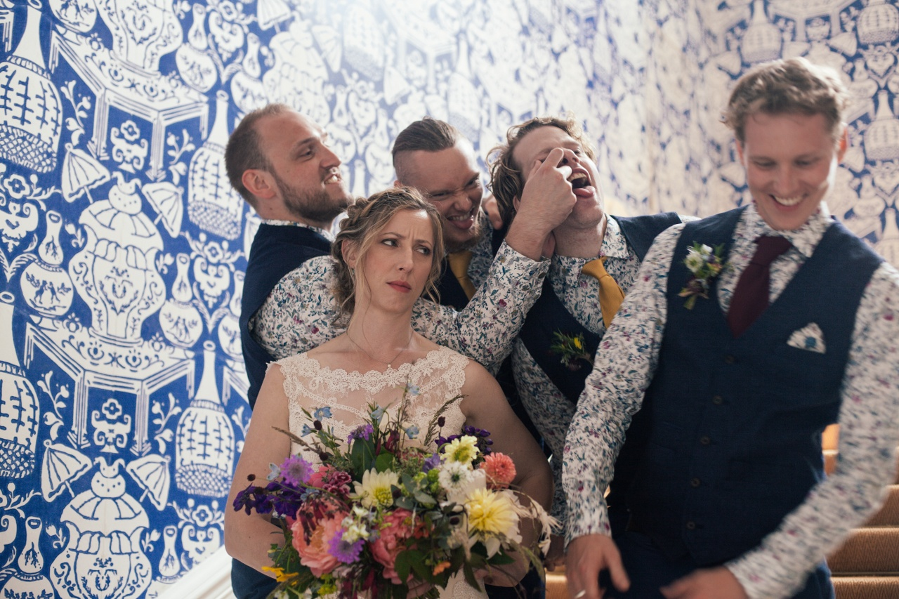 silly-picture-wedding-photography